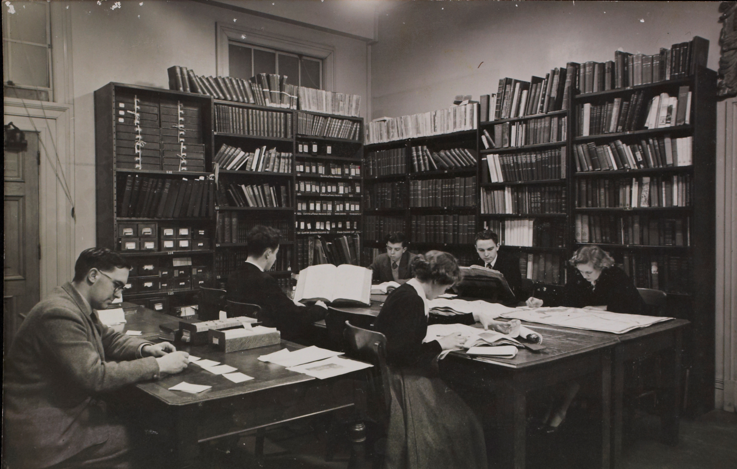 Students' Room in the 1940s (A11915 Box 49)